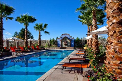 The swimming pool at or near Hotel Encanto de Las Cruces