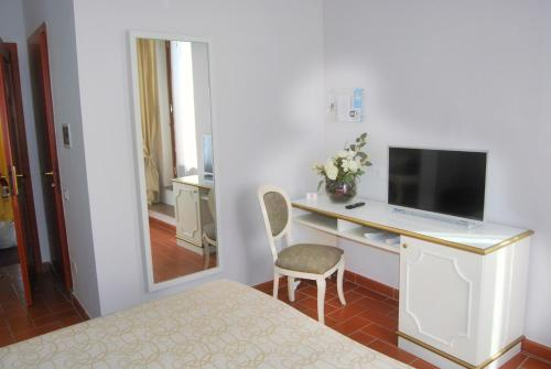 A television and/or entertainment center at Hotel San Lino