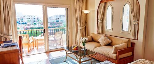 Ein Sitzbereich in der Unterkunft Kempinski Hotel Soma Bay