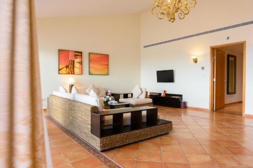 Uma área de estar em Mövenpick Al Nawras Jeddah - Family Resort