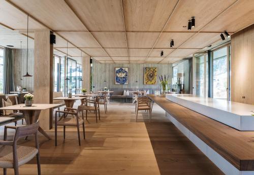 Ein Restaurant oder anderes Speiselokal in der Unterkunft zelloon boutiquehotel