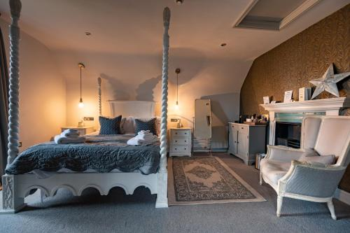 A bed or beds in a room at No 33, HUNSTANTON- BED & BREAKFAST PICNIC