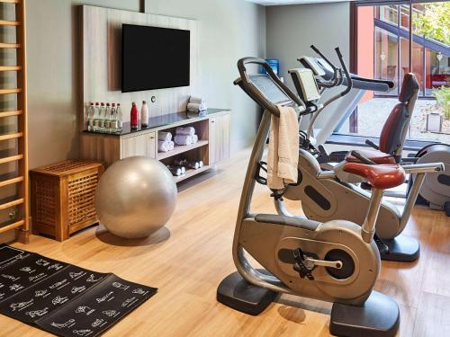 The fitness center and/or fitness facilities at Golf du Médoc Resort Bordeaux - MGallery