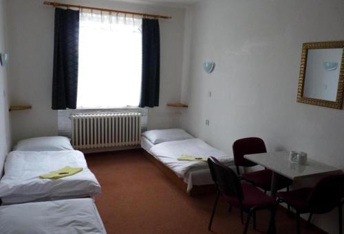 Posteľ alebo postele v izbe v ubytovaní Penzion KEROLA /Ubytovňa/