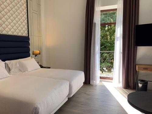 Cama o camas de una habitación en Abba San Sebastián Hotel
