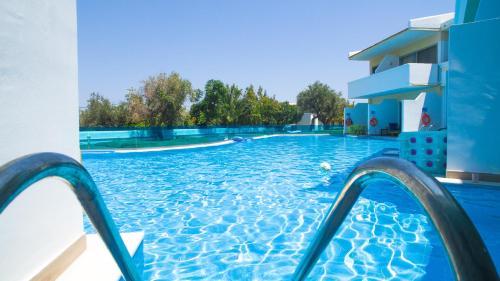 Basen w obiekcie Lydia Maris Resort & Spa lub w pobliżu