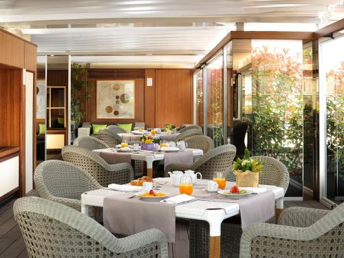 A restaurant or other place to eat at Babuino 181 - Small Luxury Hotels of the World