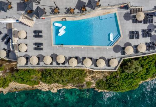 منظر المسبح في Hotel Florida Magaluf - Adults Only او بالجوار
