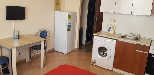 Кухня или кухненски бокс в Паралакс Хотел