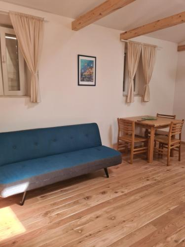 A seating area at Rooms Skalinada Vis