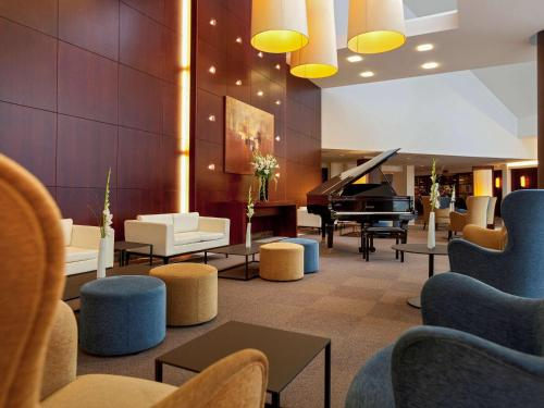 The lounge or bar area at Mercure Antwerp City South