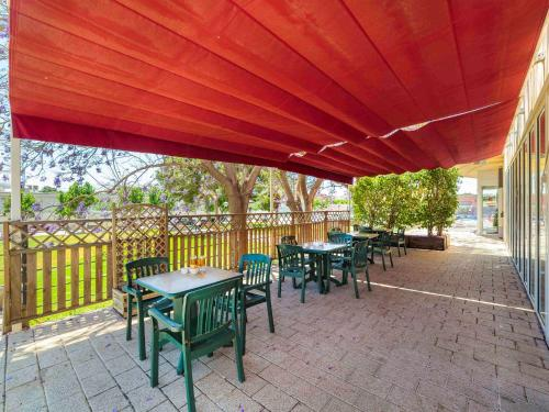 A restaurant or other place to eat at Ibis Murcia