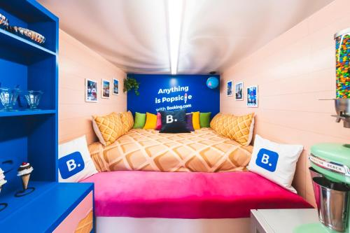 A bed or beds in a room at Sweet Sleepover in Booking.com's National Ice Cream Day Truck