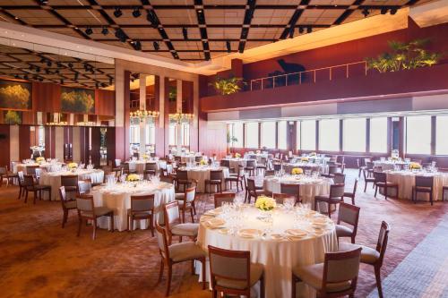Ein Restaurant oder anderes Speiselokal in der Unterkunft Park Hyatt Tokyo