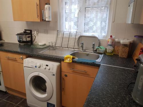 A kitchen or kitchenette at Beckenham Ravenscroft