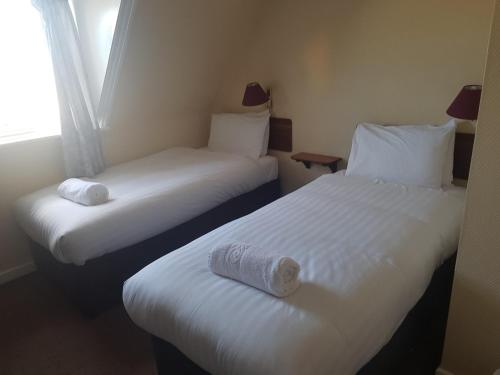 A bed or beds in a room at The Fairhaven Hotel