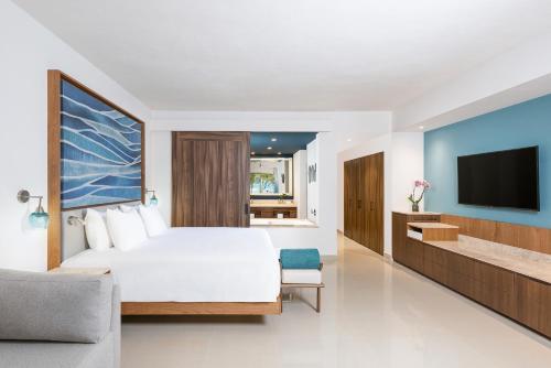 Een TV en/of entertainmentcenter bij Hyatt Ziva Riviera Cancun All-Inclusive