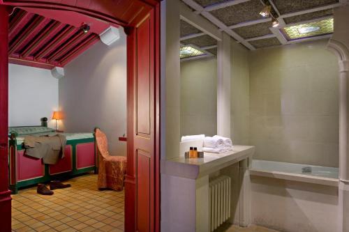 A bathroom at Relais du Bois Saint Georges - Hôtel de Charme