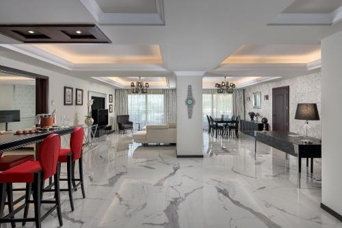 Restauracja lub miejsce do jedzenia w obiekcie La Marquise Luxury Resort Complex