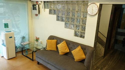 A seating area at Hotel Samadhan Lodging-Mehta Inn