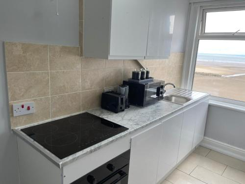 A kitchen or kitchenette at The Clarendon Hotel