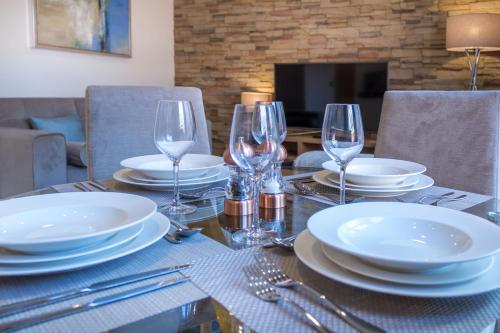 A restaurant or other place to eat at Mansio Suites Basinghall