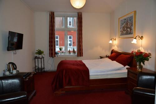 Кровать или кровати в номере Hotel Ærø