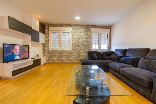 A seating area at Apartamentos Camino De Finisterre