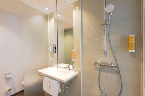 A bathroom at Super 8 by Wyndham Dresden