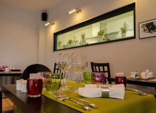 Restaurant ou autre lieu de restauration dans l'établissement Hotel Restaurant La Cuis'in
