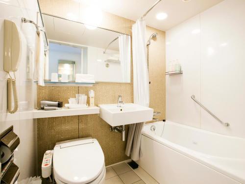 A bathroom at Hotel JAL City Kannai Yokohama
