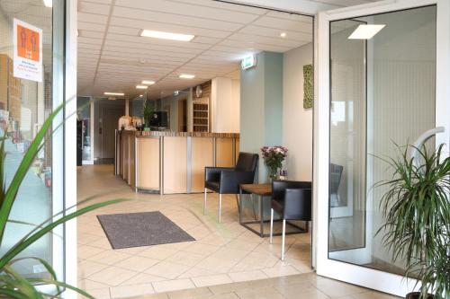 The lobby or reception area at Businesshotel Berlin