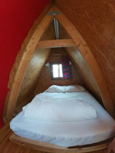 Un ou plusieurs lits dans un hébergement de l'établissement Cabane dans un pommier