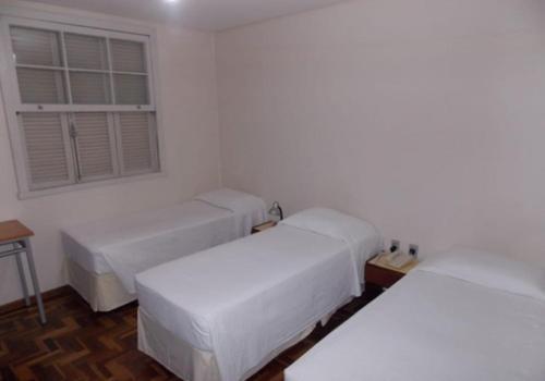 Cama ou camas em um quarto em HOTEL PORTO ALEGRE LTDA