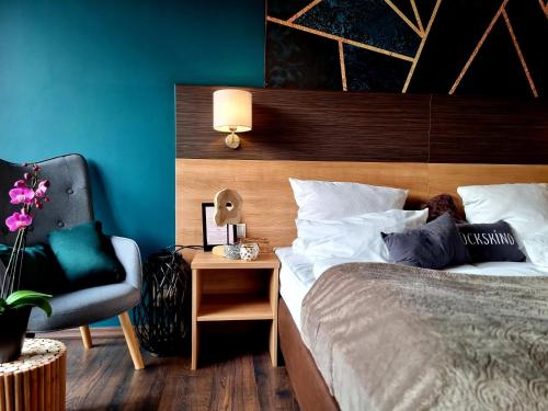 A bed or beds in a room at Hotel Luise Mannheim - by SuperFly Hotels