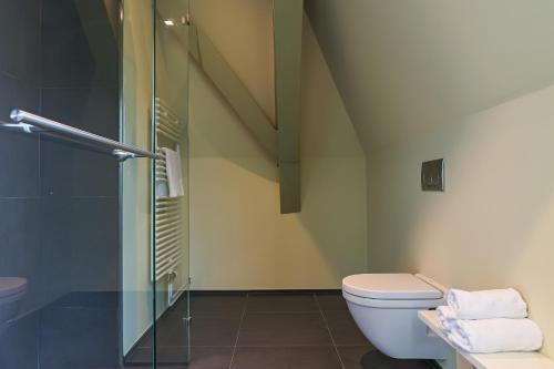 A bathroom at Hotel Corps de Garde