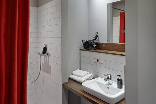 A bathroom at Kröger by Underdog Hotels
