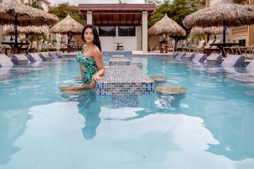 Het zwembad bij of vlak bij Eagle Aruba Resort & Casino