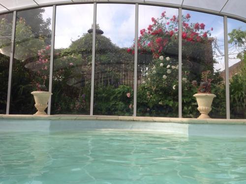 The swimming pool at or close to B&B La demeure du Papillon