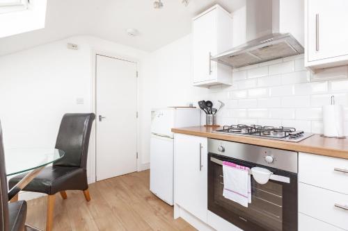A kitchen or kitchenette at Gyllingeham Suite 2