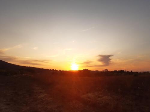 Alba o tramonto visti dall'interno dell'agriturismo o dai dintorni