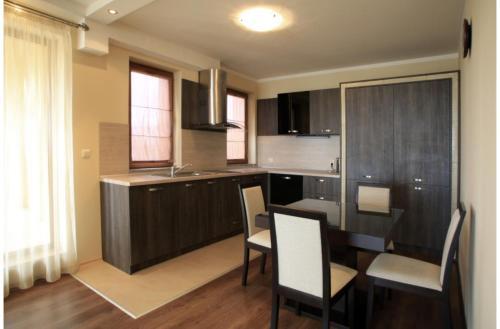 Кухня или кухненски бокс в Argisht Palace Apartments Only