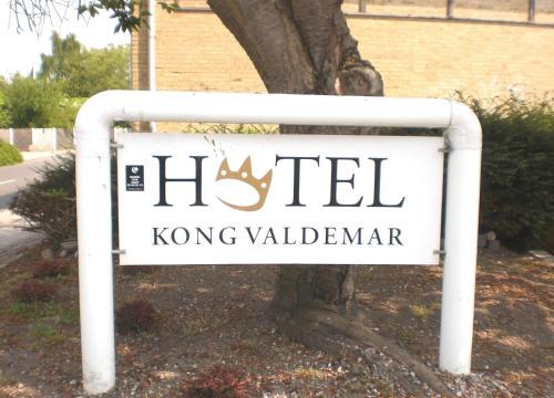 Logoet eller skiltet for hotellet