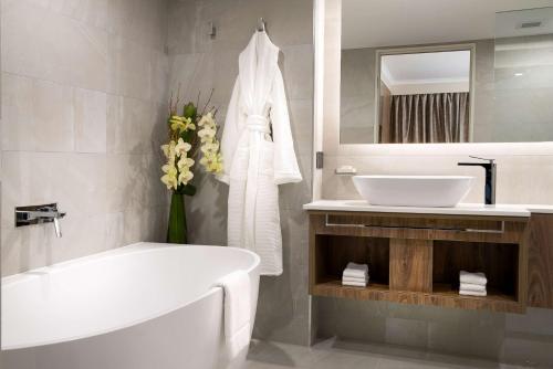 A bathroom at Rydges South Bank Brisbane