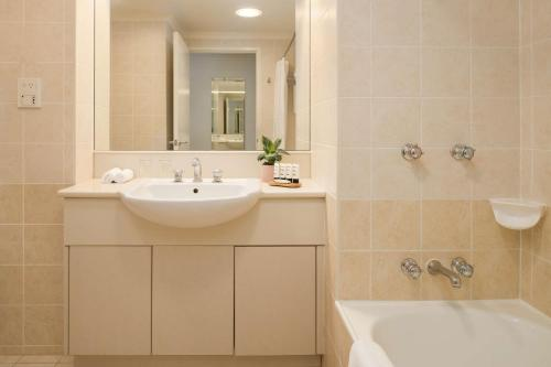 A bathroom at Rydges Norwest Sydney
