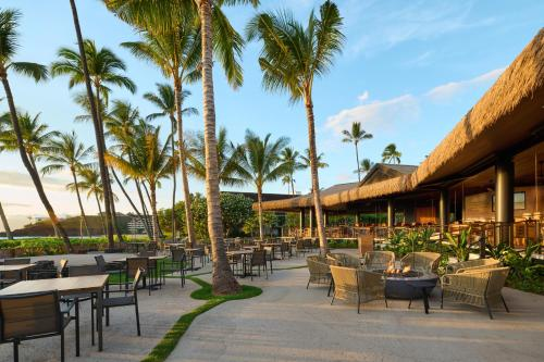 A restaurant or other place to eat at Ka'anapali Beach Hotel