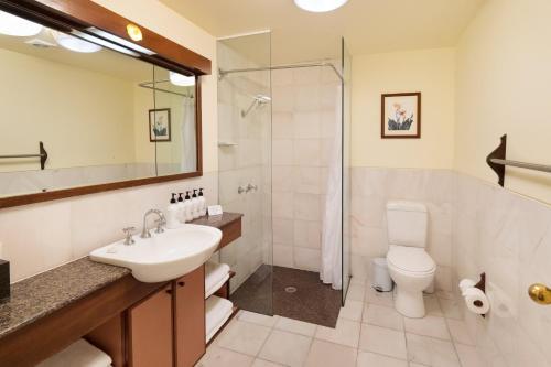 A bathroom at Beach Hotel Resort