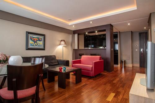 A seating area at Washington Parquesol Suites & Hotel