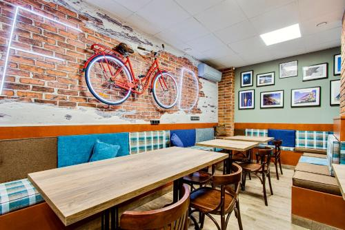 A restaurant or other place to eat at Hostels Rus - Bagration