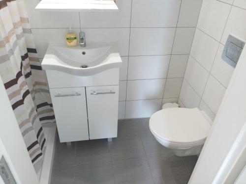 A bathroom at San Eleuterio Guesthouse